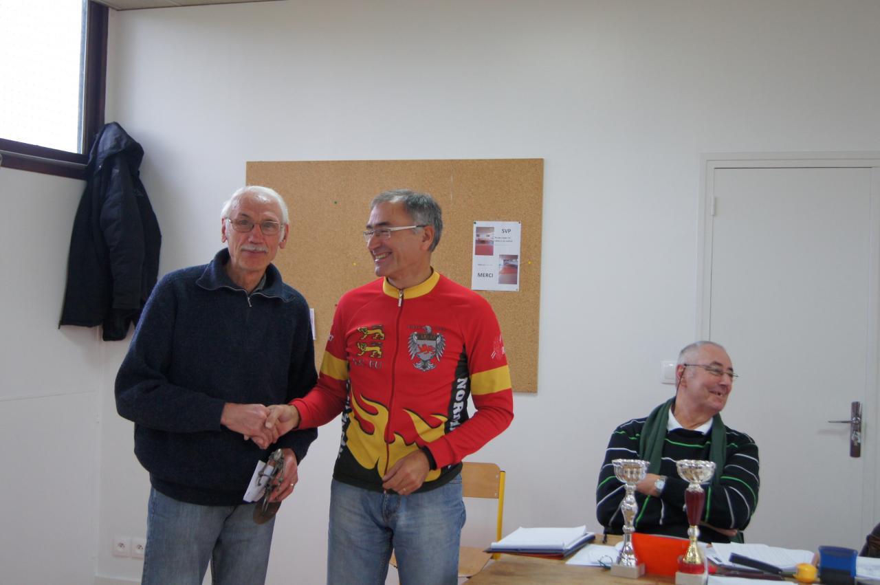 Jean-Claude Ménival (à gauche) arrivé 1er au classement  kilomètrique